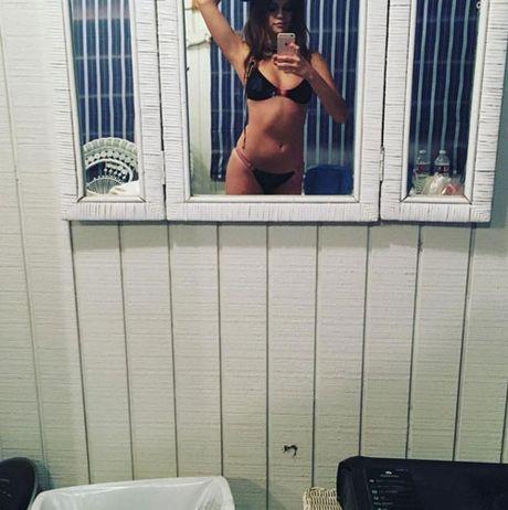 Nhung buc anh selfie nong bong gay sot cua sao Hollywood - Anh 7