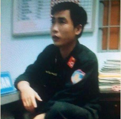 Bat ke gia Thuong uy canh sat co dong 'chan' duong doa dan - Anh 1