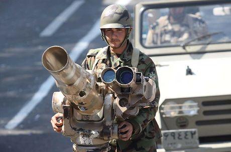 Quan doi Syria phong ten lua pha xe vu khi phien quan o Damascus - Anh 2