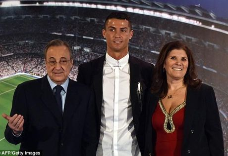 C.Ronaldo tiep tuc thu boi tien du da buoc sang tuoi 31 - Anh 1