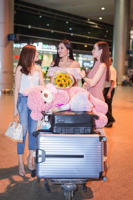 Top 20 Hoa hau Hoa binh quoc te Nguyen Thi Loan gay nao loan san bay luc nua dem - Anh 10