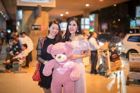 Top 20 Hoa hau Hoa binh quoc te Nguyen Thi Loan gay nao loan san bay luc nua dem - Anh 6