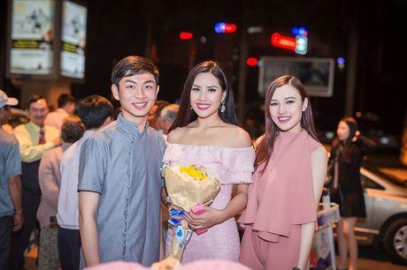 Top 20 Hoa hau Hoa binh quoc te Nguyen Thi Loan gay nao loan san bay luc nua dem - Anh 7