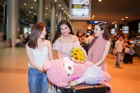 Top 20 Hoa hau Hoa binh quoc te Nguyen Thi Loan gay nao loan san bay luc nua dem - Anh 9