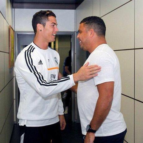 Sau hop dong ty do, Ronaldo co them hop dong ty bang - Anh 3