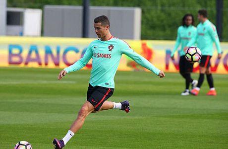 Sau hop dong ty do, Ronaldo co them hop dong ty bang - Anh 6