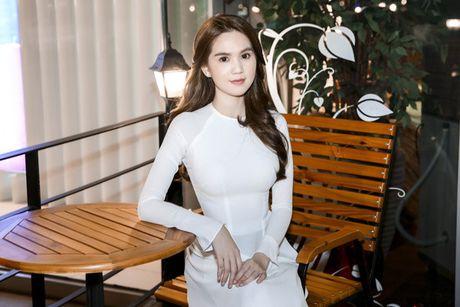 Ngoc Trinh 'me hoac' nguoi xem voi ta ao dai truyen thong - Anh 1