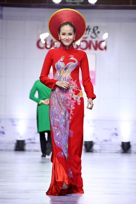 Nu hon ngoai kich ban cua Le Phuong va chong sap cuoi tren san catwalk - Anh 6