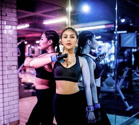 Nu DJ 'tham hoa' trong 'Giong ai giong ai' bau cho Toc Tien o TVC Awards - Anh 4