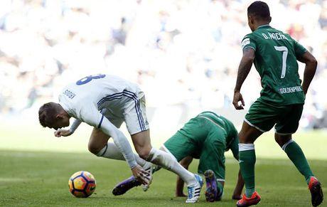 Real Madrid nhan tin 'set danh' tu Toni Kroos - Anh 1