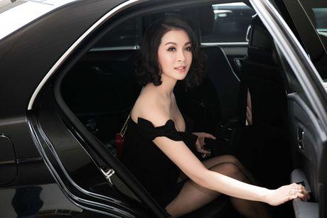 MC Thanh Mai khoe dang chuan o san bay - Anh 1