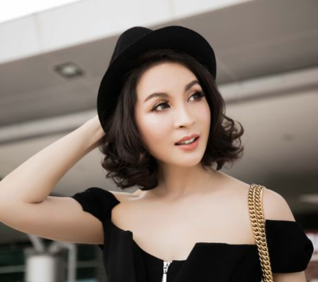 MC Thanh Mai khoe dang chuan o san bay - Anh 4