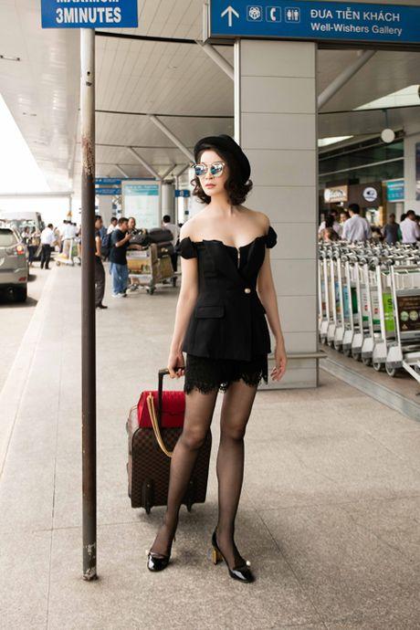 MC Thanh Mai khoe dang chuan o san bay - Anh 7