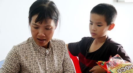 Lat xe khach o Quang Nam: Gao khoc tim con trong dem - Anh 3