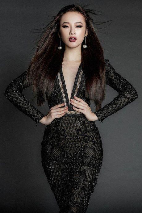 Angela Phuong Trinh tung anh 'nong bong' voi dam ren mong manh - Anh 3