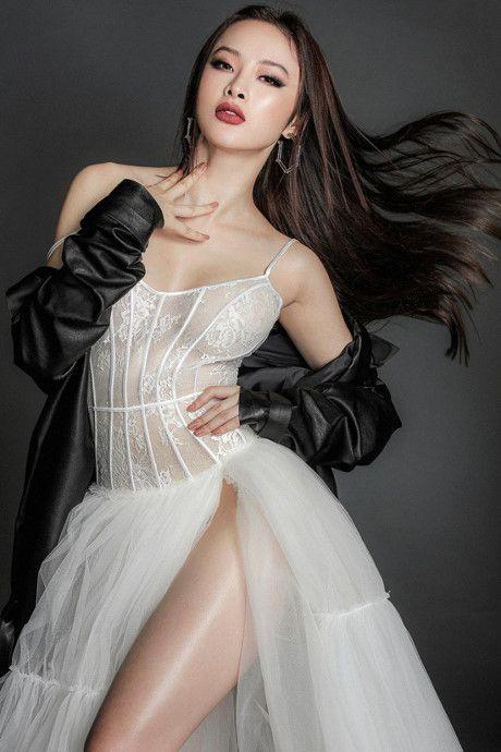 Angela Phuong Trinh tung anh 'nong bong' voi dam ren mong manh - Anh 7