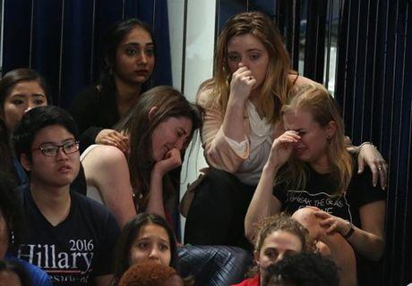 Phe Clinton 'dang rat soc' - Anh 1