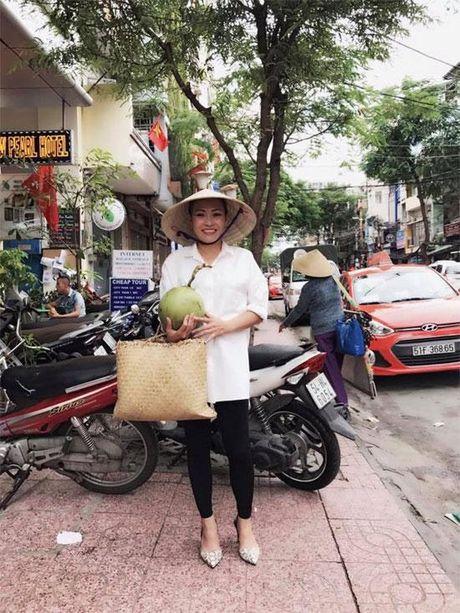 Chuyen dong Sao: Ky Han tuoi roi roi ben Mac Hong Quan - MC Minh Ha ngay cang quyen ru - Anh 4