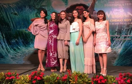Minh Nhu khoe giong 'khung' voi nhac phim Disney, khong he lep ve ben dan ca si tai Singapore - Anh 2