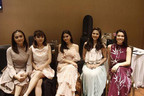 Minh Nhu khoe giong 'khung' voi nhac phim Disney, khong he lep ve ben dan ca si tai Singapore - Anh 3