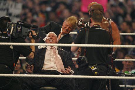 Ong Donald Trump tung cao dau doi thu tren san WWE - Anh 3