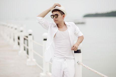Chuyen gia trang diem Tuan Tu lan san ca hat Bolero - Anh 1
