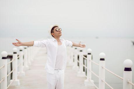 Chuyen gia trang diem Tuan Tu lan san ca hat Bolero - Anh 3