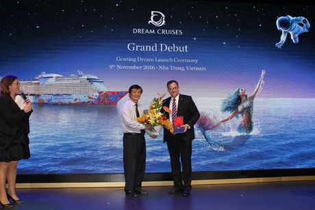 Du thuyen Genting Dream cung hon 2.000 khach du lich quoc te den Nha Trang - Anh 3