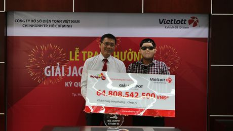 Trao hon 58 ti dong cho nguoi trung giai Jackpot - Anh 1