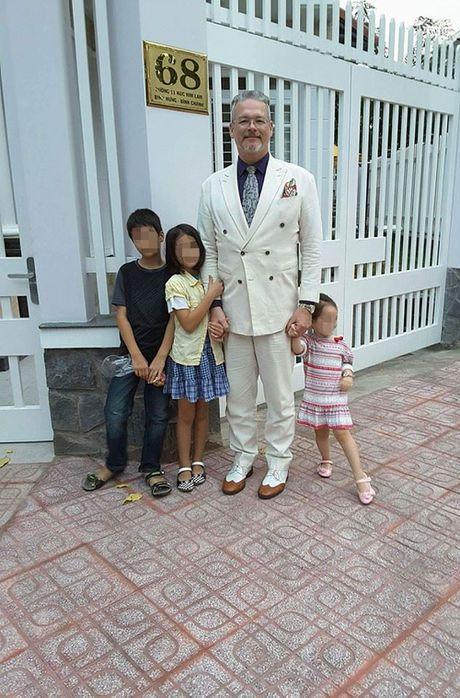 Ong Tay lay vo Viet co bay dua con: Khan nai vi hon nhan bat hanh - Anh 2