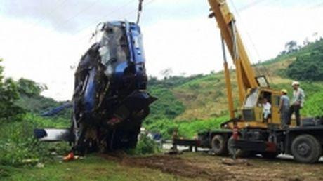 Ho tro gia dinh cac nan nhan trong vu lat xe khach tren duong Ho Chi Minh - Anh 1