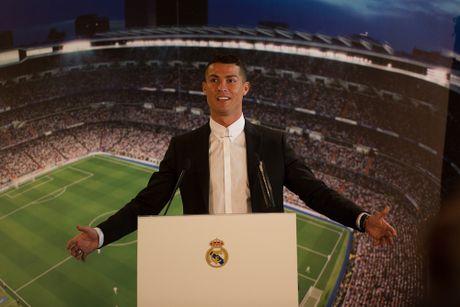 Ronaldo ky tiep hop dong ty USD - Anh 1