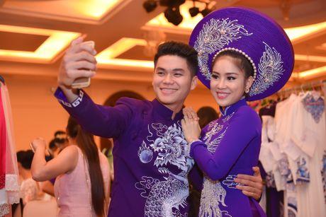 Le Phuong len tieng ve le cuoi lan 2 voi ban trai kem 7 tuoi - Anh 1