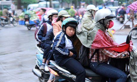 Hoc sinh Ha Noi co ro den truong trong mua ret 15 do - Anh 4