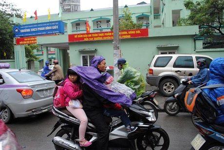 Hoc sinh Ha Noi co ro den truong trong mua ret 15 do - Anh 5