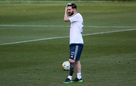 Messi khoe hinh xam kin chan trai ma thuat - Anh 2