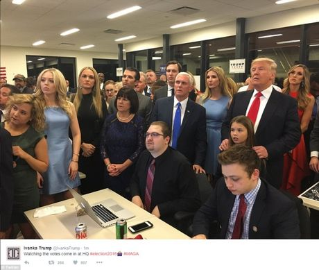 Bau cu My: Nghich canh giua nguoi ung ho Trump - Clinton - Anh 1