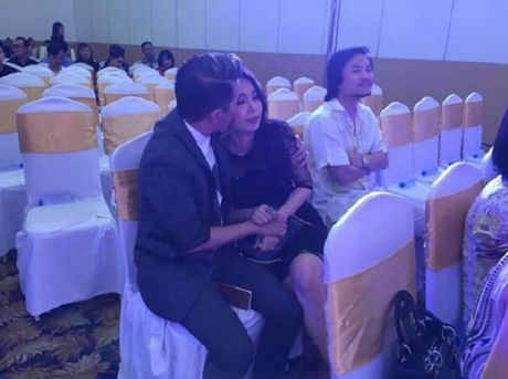 Dam Vinh Hung an ui Cam Ly khi co bi 'nem da' - Anh 1