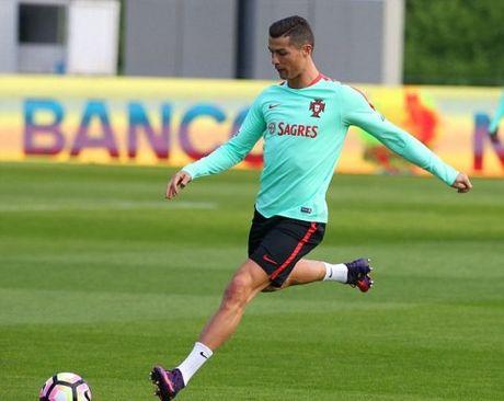 CAP NHAT sang 9/11: Ronaldo ky tiep hop dong 'khung'. Real mat Toni Kroos 2 thang. Arsenal thap thom vi Sanchez - Anh 1