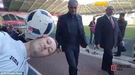 Jose Mourinho 'phu phang' pha hong ky luc can bong bang dau cua CDV Swansea - Anh 2