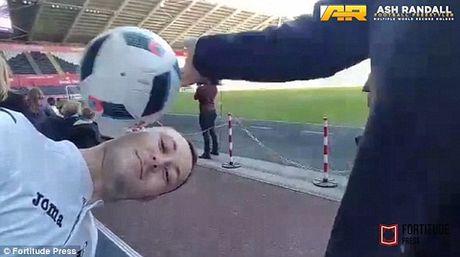 Jose Mourinho 'phu phang' pha hong ky luc can bong bang dau cua CDV Swansea - Anh 3