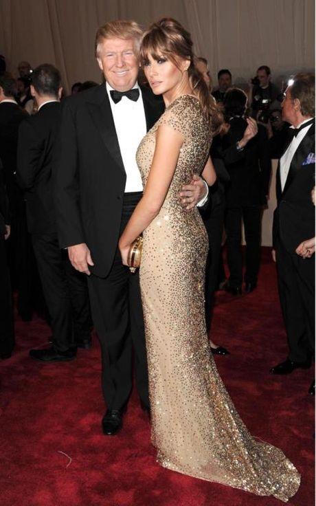 Bi quyet cua Melania Trump: Dung thoi trang de lay phieu cho chong - Anh 13