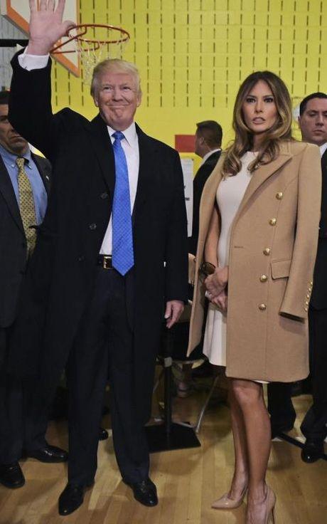 Bi quyet cua Melania Trump: Dung thoi trang de lay phieu cho chong - Anh 2