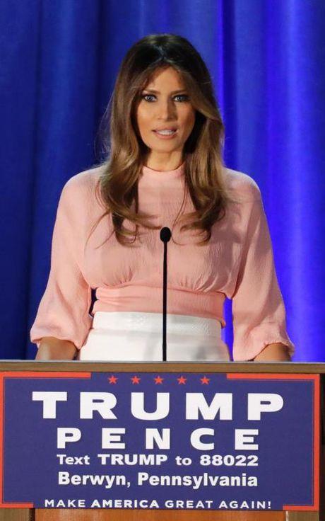 Bi quyet cua Melania Trump: Dung thoi trang de lay phieu cho chong - Anh 3