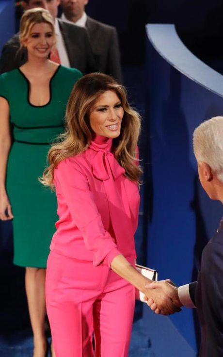 Bi quyet cua Melania Trump: Dung thoi trang de lay phieu cho chong - Anh 5