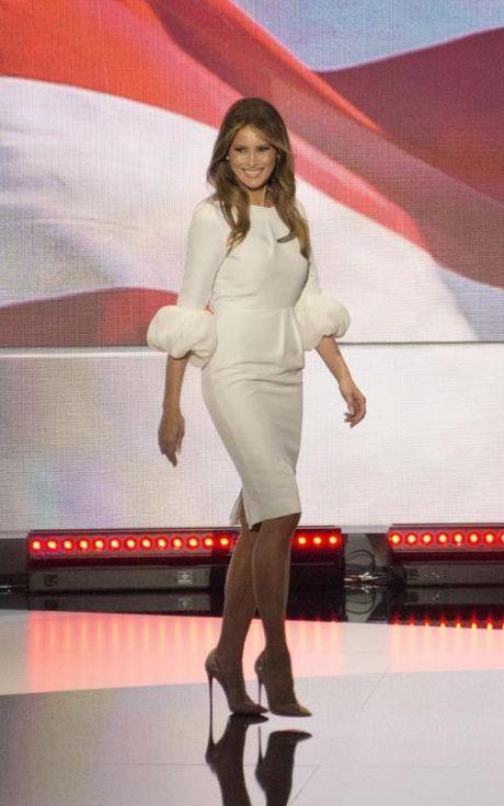 Bi quyet cua Melania Trump: Dung thoi trang de lay phieu cho chong - Anh 6
