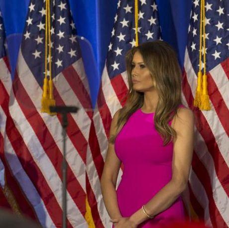Bi quyet cua Melania Trump: Dung thoi trang de lay phieu cho chong - Anh 7