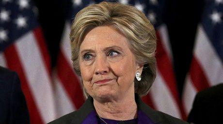 Ba Clinton suyt khoc khi phat bieu sau that bai truoc ong Trump - Anh 1