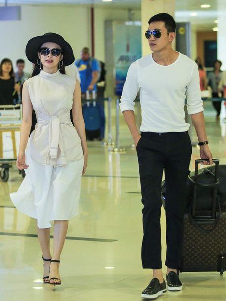 Angela Phuong Trinh mac khong ho van hut hon o san bay - Anh 2