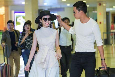 Angela Phuong Trinh mac khong ho van hut hon o san bay - Anh 3